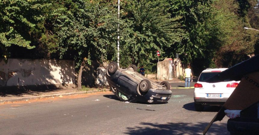 Incidente Balduina, auto ribaltata a Via Decio Filipponi