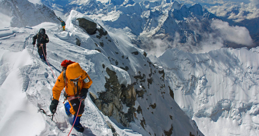 Tragedia sull'Everest: tre alpinisti morti, un altro è disperso